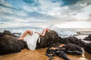 Trash the Dress in the beach